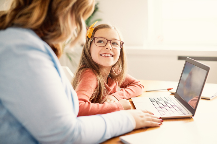 Use desktop backgrounds to better communicate while students learn remote.